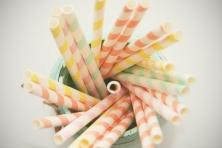 Pajitas de papel colores pastel.