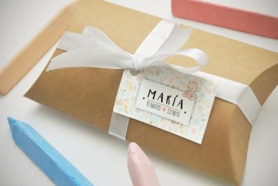Caja kraft y etiqueta para detalles para invitados.